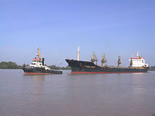 Tug with bulk carrier.jpg