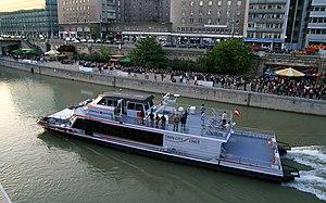 Twin City Liner Donaukanaltreiben 2012.jpg