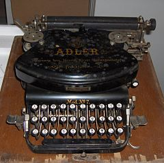 Typewriter Adler No. 7 (1).jpg