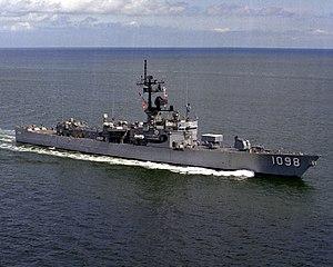 USS Glover (FF-1098) underway at sea on 1 June 1982 (6349647)