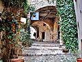 Une des entrées dans le village haut.jpg