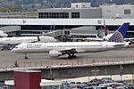 United Airlines, Boeing 757-222, N509UA - SEA (21762494863).jpg