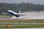 United Airlines Boeing 767-322-ER N654UA (21661241022).jpg