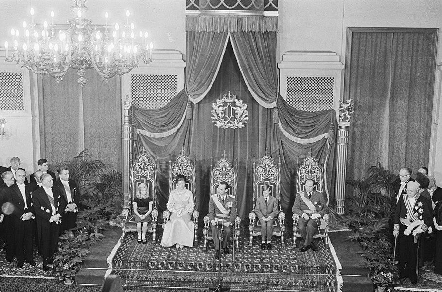 """Original caption:  """"De troonwisseling in Luxemburg, Hertogelijke familie op de troon. """" — Nationaal Archief"""