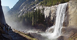 Mist Trail is een populaire, korte wandeling langs de Merced tot aan Vernal Fall.