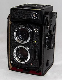 Vintage Yashica MAT-124G Twin-Lens Reflex Film Camera, Made In Japan (20440377505).jpg