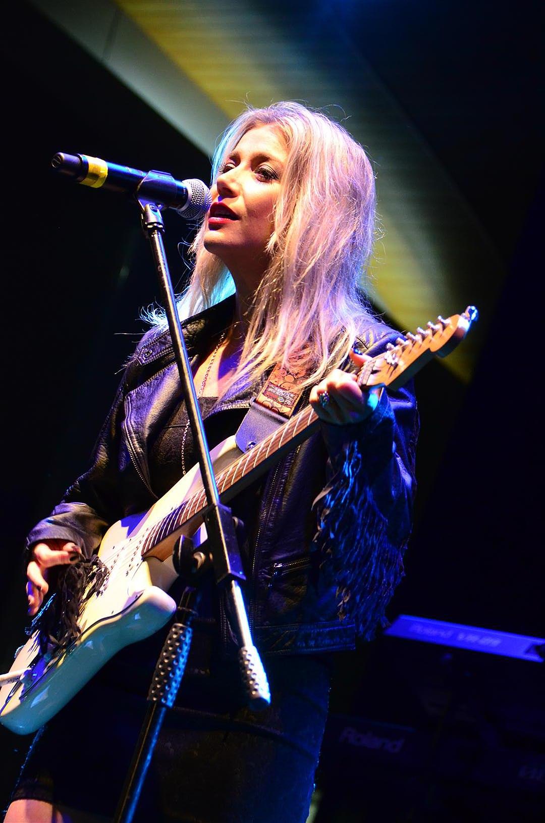 Luiza Possi – Wikip&... Christina Aguilera