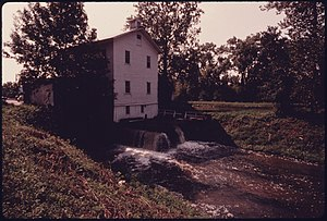 WILSON'S MILL, FORMERLY KNOWN AS ALEXANDER'S MILL, ON THE OHIO-ERIE CANAL SOUTH OF ALEXANDER ROAD NEAR VALLEY VIEW... - NARA - 558001.jpg