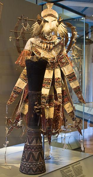 File:WLANL - Pachango - Tropenmuseum - Dema-vitrine.jpg