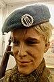 WW2 Free Norwegian Forces beret cap badge die-cast oak wreath bearing crowned cypher H7 of King Haakon VII. Mannequin's head. Luemerke utefronten monogram eikeløvskrans. Lofoten Krigsminnemuseum WW2 museum Norway 2019-05-08 0021.jpg
