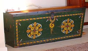 Chest (furniture) - Painted wakis, yellowwood