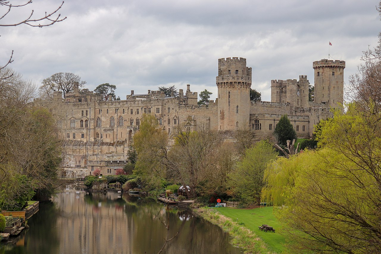 Warwick Castle, viewed from Castle Bridge, Warwick.jpg