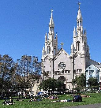 Washington Square (San Francisco) - Image: Washington Square cathedral San Francisco