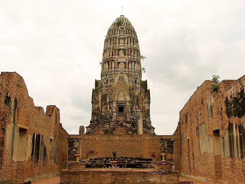 File:Wat Ratchaburana Ayutthaya Thailand 03.jpg