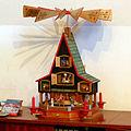 Weihnachtspyramide mit Krippe.JPG