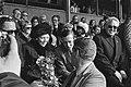 Wereldkampioenschappen schaatsen in Heerenveen Claus en Beatrix op tribune, voo, Bestanddeelnr 928-4384.jpg