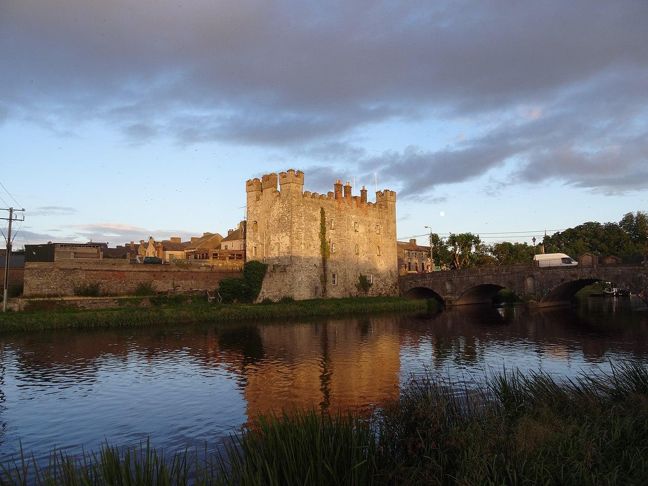 File white castle athy kildare ireland jpg wikimedia for Kildare castle