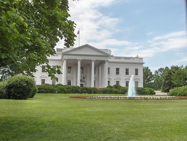 దస్త్రం:White House North Lawn 3-2007.jpg