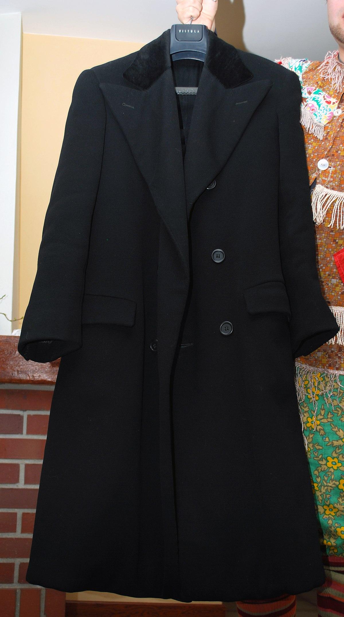 Płaszcze męskie ocieplane. Odpowiednio skrojony płaszcz to ponadczasowy element męskiej garderoby. Ma swoich zwolenników nie tylko pośród dojrzałych mężczyzn, ale także młodych, którzy stronią na co dzień od oficjalnej marynarki i krawata.