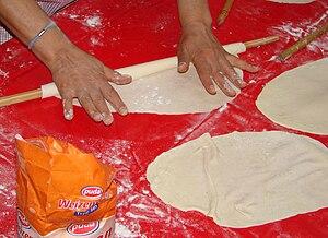 Gözleme - Image: Yufka opening the dough