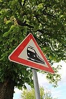 Zeichen 151 unter Baum.jpg