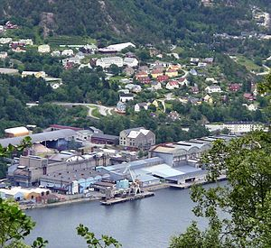 Ålvik - View of Indre Ålvik from the west. Bjølvefossen A/S in the foreground.