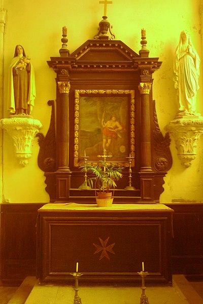 Église paroissiale Notre-Dame d'fr:Émondeville On y voit une statue de la vierge et de Saint-Thérese.