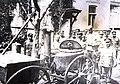 Бредов пробует полковую кухню, Киев, сентябрь 1919 г.jpg