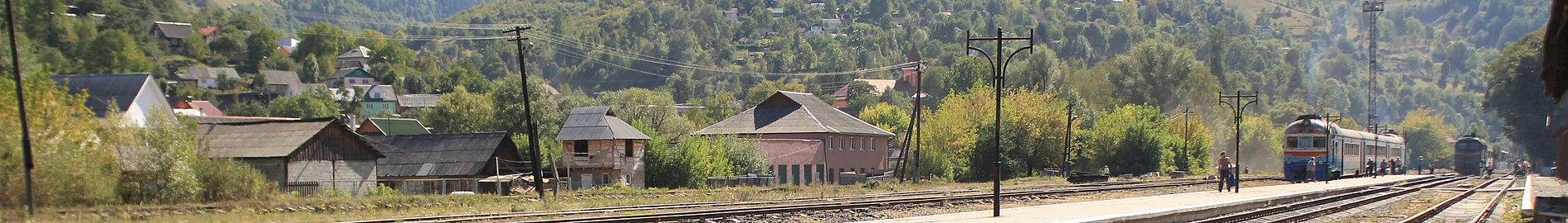 Залізнична станція Рахів (cropped).jpg