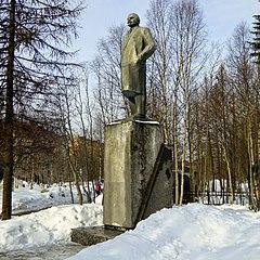 Apatity Lenin Monument