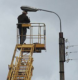 Электрик за работой.JPG