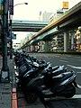 復興南路上的機車/Motors parked on S-Fuxing Rd., Sec.1 - panoramio.jpg