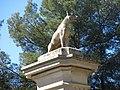 002 Castelldaura (Premià de Dalt), portal principal del recinte, cra. de Premià de Mar 1, gos.jpg