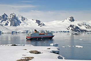 00 0115 Petermann Island - Antarctic.jpg