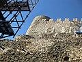 024 Castell de Montsoriu, mur est del recinte sobirà i torre mestra.jpg