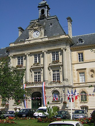 Meaux - Façade of the Meaux city hall (built in 1900)