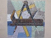 1170 Lascygasse 30-34 Stg. 4 - Mosaikhauszeichen Hobel von Stephan Praschl 1957 IMG 4484.jpg