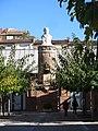 120 Asil Roca i Pi, av. Martí Pujol 654 (Badalona), antiga xemeneia i bust de Vicenç Roca i Pi.jpg
