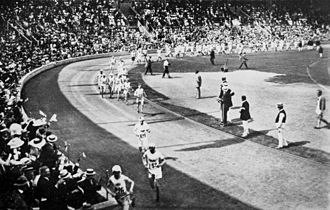 Athletics at the 1912 Summer Olympics – Men's marathon - The runners leaving the stadium.