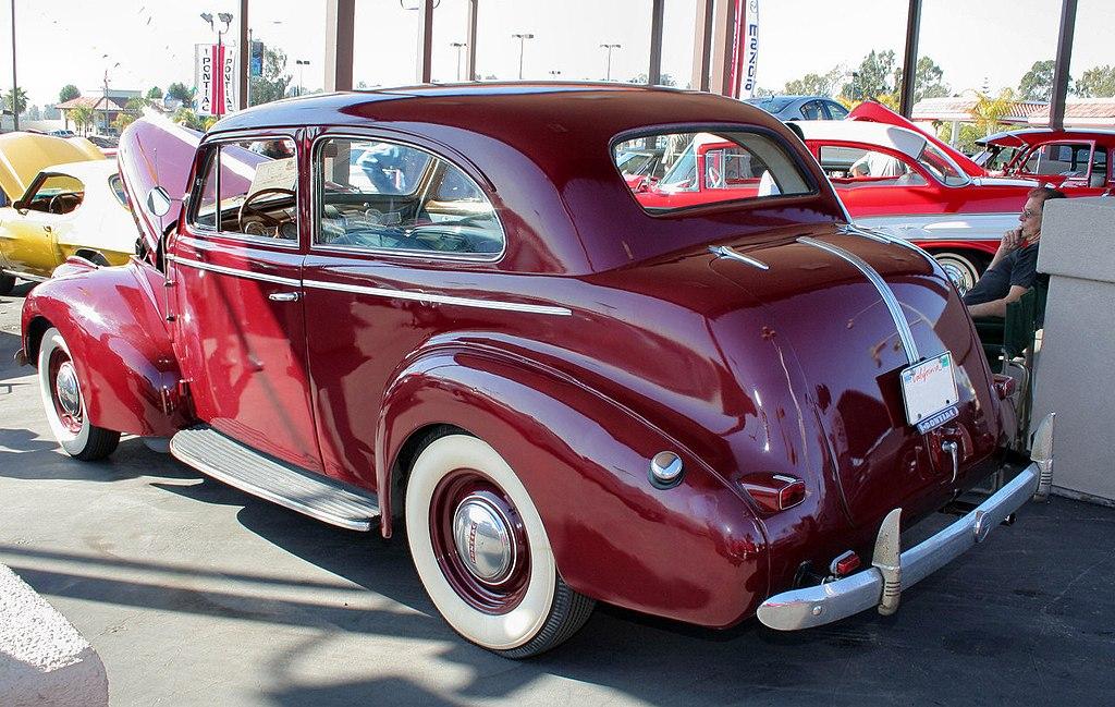 File 1940 pontiac special six wikimedia commons for 1940 pontiac 2 door sedan