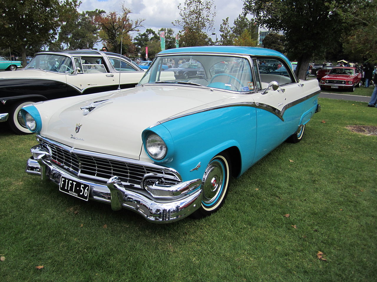 File 1956 ford fairlane victoria wikimedia commons for 1956 ford crown victoria 2 door coupe