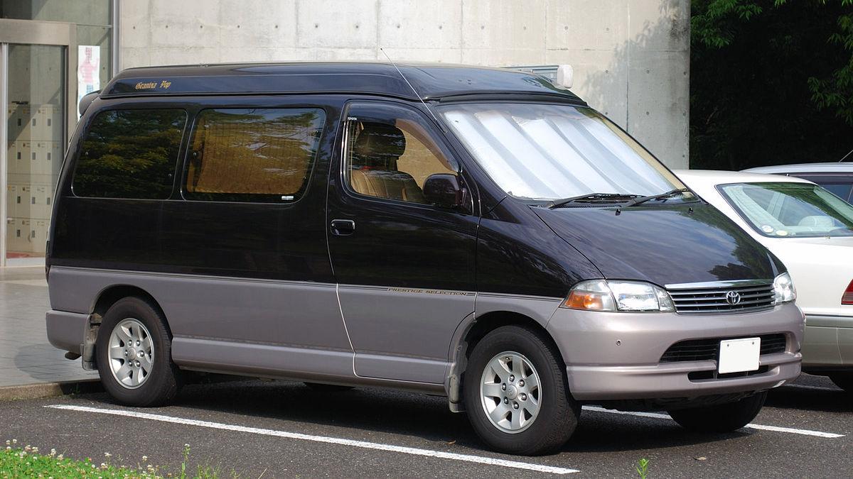 1997 Toyota Granvia 01.jpg