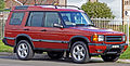 1998 Land Rover Discovery II V8 5-door wagon (2010-07-21) 01.jpg