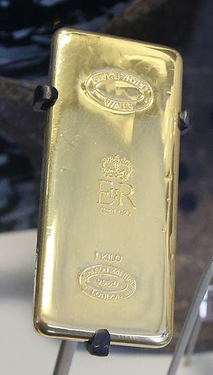 Gwynfynydd Gold Mine - 1kg of gold from Gwynfynydd Gold Mine that was presented to Queen Elizabeth II in 1986