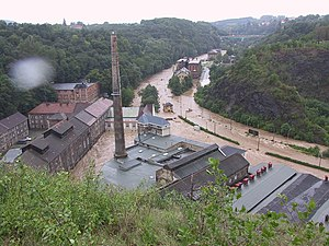 Dresden–Werdau railway - Among other things, near the Felsenkeller Brewery in the Plauenschengrund, flooded by the Weißeritz in the August 2002 and severely damaged.