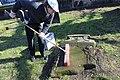 2015-02-17 Alter St.-Nikolai-Friedhof (Hannover), Reinigung Grabmal Jean Joseph La Croix (Fred Jaugstetter und Bernd Schwabe), (21).jpg