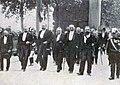 27 août 1905, arrivée à Toulouse de la Coupe des Pyrénées automobile, le maire Honoré Serres (à D.) accueille cinq ministres du gouvernement de Maurice Rouvier.jpg