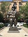 4. Roman warrior by Fernando Botero (rue Tamanian).jpg