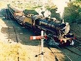 Dessa 2-8-2 locos måste ha varit bland de slutliga beställningarna från Baldwin.  De var ganska framgångsrika och användes i godståg fram till slutet av 1960-talet.  Åtminstone en: 5917 ångar fortfarande 2020.