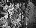 Aankomst Teddy Scholten, winnares Eurovisie Songfestival 1959, uit Cannes op Sc…, Bestanddeelnr 910-2097.jpg